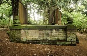 Robin Hoods Grave 1.jpg