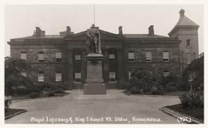 Royal Infirmary and King Edward VII Statue, Huddersfield.jpg