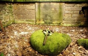 Robin Hoods Grave 3.jpg