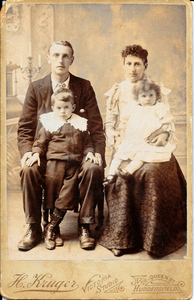 Chester Hannah Wyles with Chester & Winifred about 1898.jpg