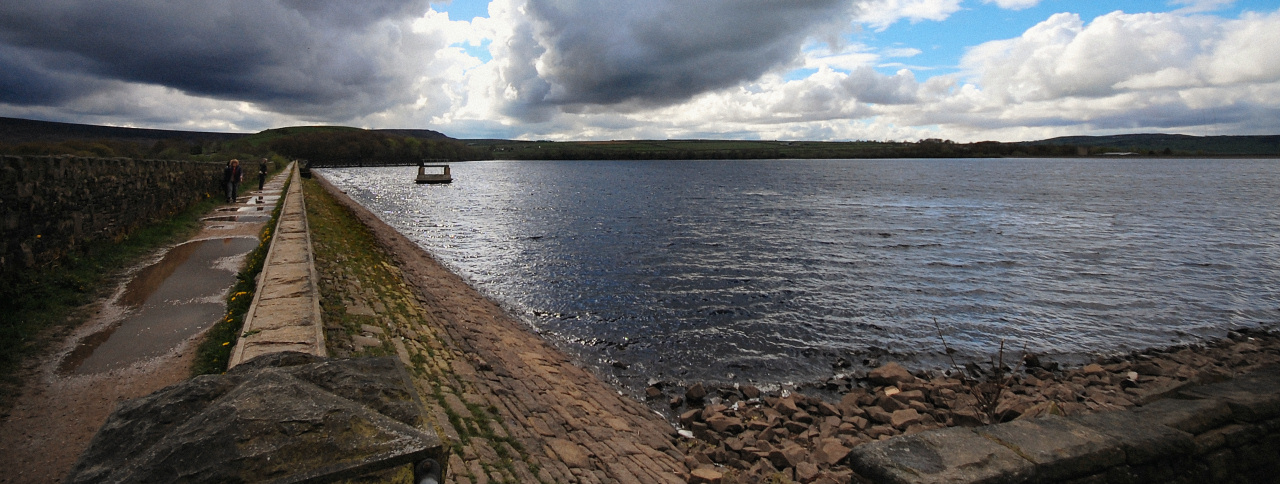 Photograph of Blackmoorfoot Reservoir, taken in May 2015 from the south-eastern corner and looking towards Holt Head.