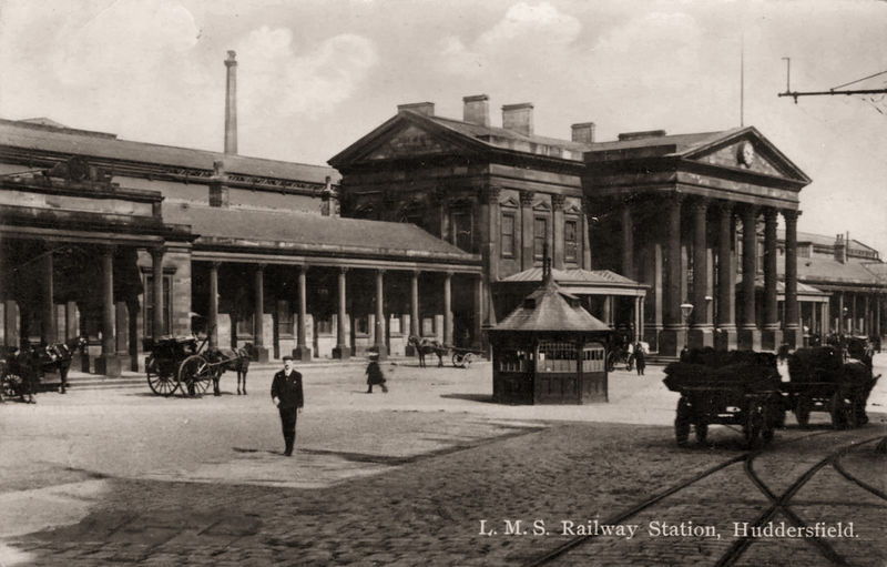 File:Undated photo postcard of Huddersfield Railway Station (002).jpg